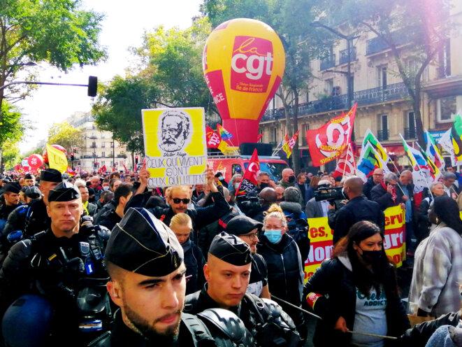 Dans le cortège parisien de ce 5 octobre, les gendarmes étaient très présents. © D.I.