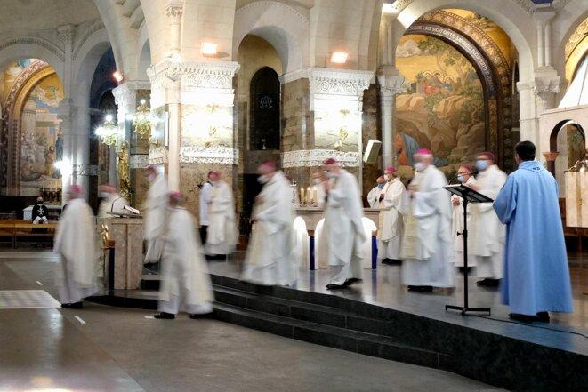 Lourdes, le 25 mars 2021. Office dans la basilique du Rosaire, lors de l'Assemblée des évêques de France. © Laurent Ferrière / Hans Lucas via AFP