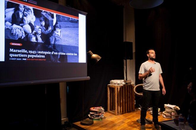 Les journalistes racontent leurs articles sur scène © MORGAN BOURDEAU / Urban Prod