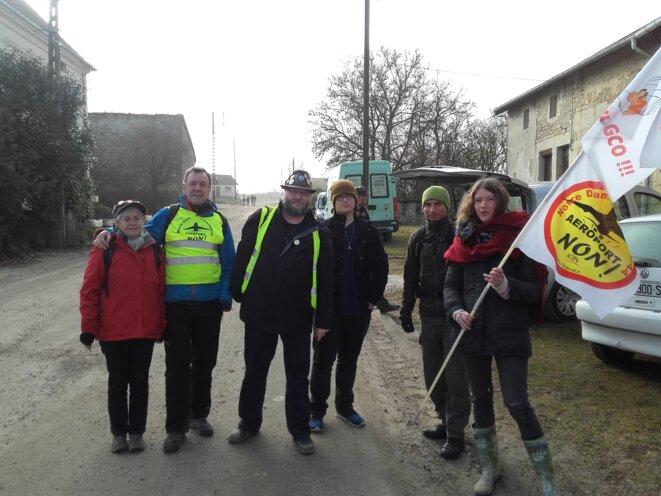 18 février 2017, quelques alsaciens (anti-GCO) et deux bretons (anti-NDDL) présents à Bure pour une marche vers le bois Lejuc, puis l'Andra... © Bruno Dalpra