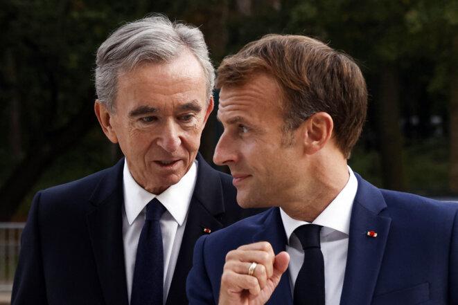Emmanuel Macron et Bernard Arnault Fondation à la fondation Louis Vuitton à Paris, le 21 septembre 2021. © Photo Yoan Valat / Pool / AFP