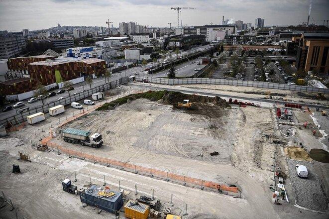 Chantier de construction du village olympique de Paris 2024 à Saint-Denis, en avril 2021. © Photo Christophe Archambault / AFP