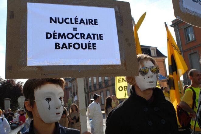 Le nucléaire n'est pas inclu dans le pacte démocratique © Réseau Sortir du Nucléaire