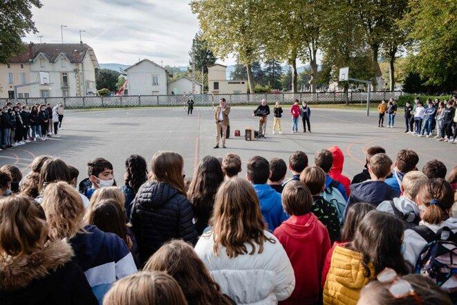 Cérémonie d'hommage à Samuel Paty, dans un collège de Salies-du-Salat, en Haute Garonne, le  15 octobre 2021. © Photo Lilian Cazabet / Hans Lucas via AFP