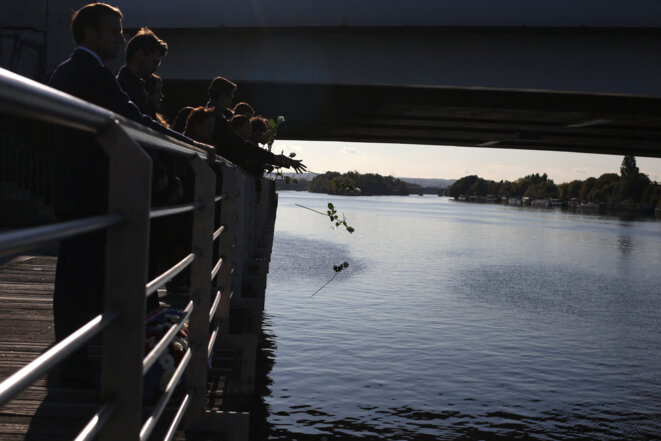 Cérémonie sur le pont de Bezons, le 16 octobre. © Rafael Yaghobzadeh/Pool/AFP