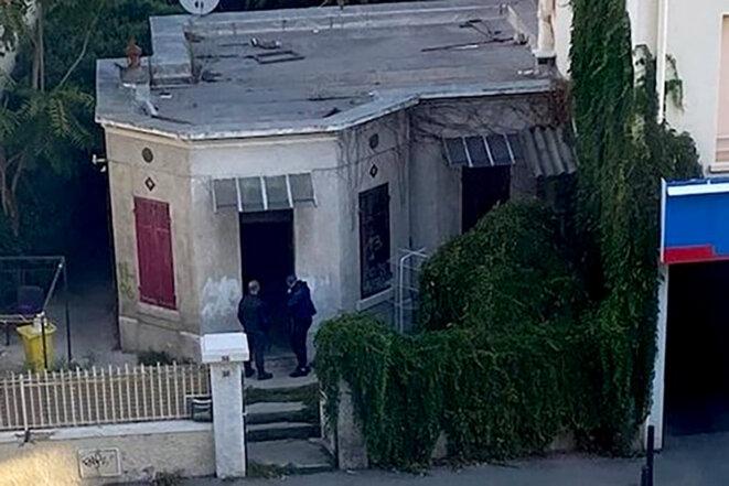 """Évacuation à Marseille d'une maison squattée en présence de """"gros bras"""". © Photo DR"""