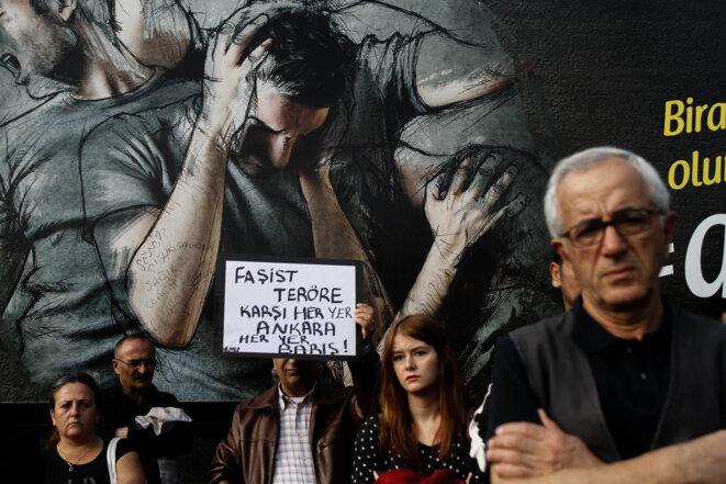En Turquie, une campagne en noir