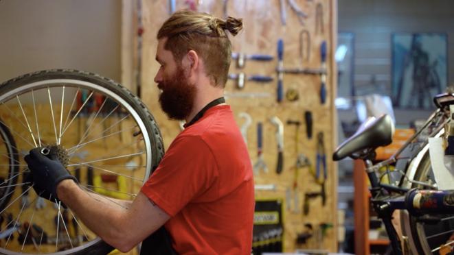 Livreurs à vélo, courant alternatif