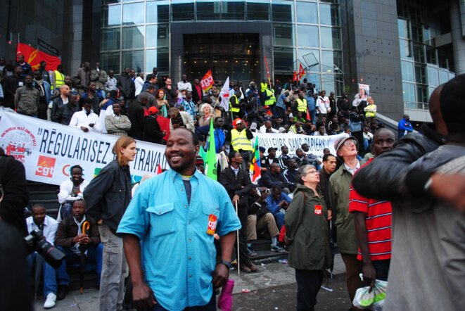 les travailleurs sans-paiers devant l'Opéra Bastille © Camille Garcia