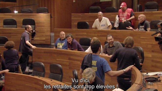 «En politica», quand Podemos s'affronte aux rouages de la politique