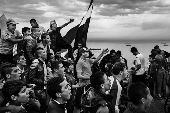 En Algérie, la contestation du stade à la rue