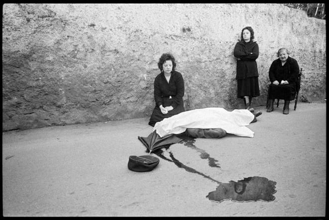 alermo 1983. Benedetto Grado's wife and daughters at the scene of his slaying.