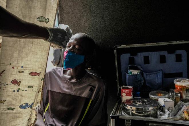 Auprès des enfants des rues de Dakar
