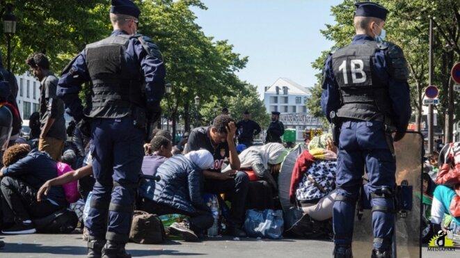 Avec les exilés à Paris, «En territoire hostile»