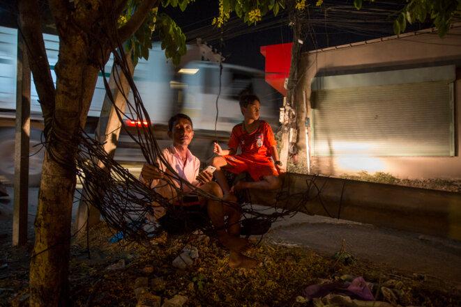 Au Cambodge, une ville la nuit