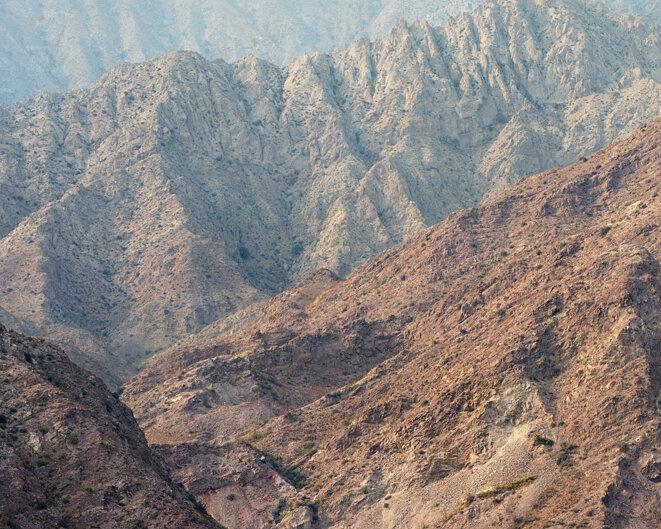 Route de la soie, où la montagne s'aplatit