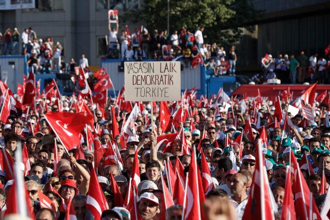 Turquie: partout le drapeau, mais aussi…