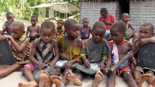 « Makongo»: des sacs de chenilles pour payer l'école