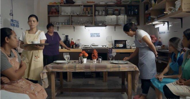 «Overseas»: L'apprentissage du service et de la servitude par les domestiques philippines