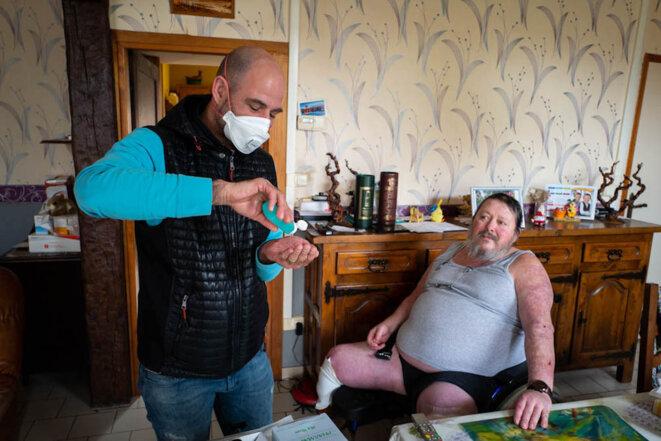 Dans les corons, un infirmier face au virus