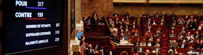 Le coup de pression de Valls et Hollande sur les députés