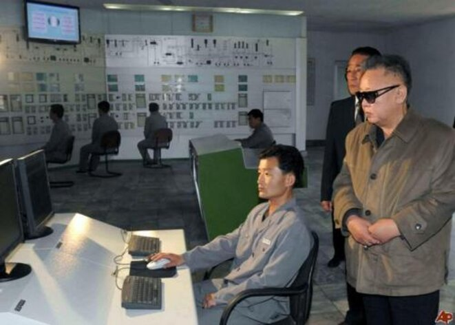 En Corée du Nord, toutes les usines tournaient à plein et les travailleurs était heureux.