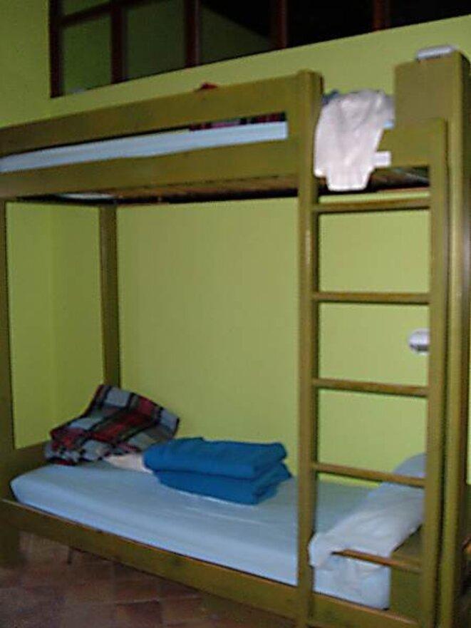 Deux lits superposés d'un des dortoirs