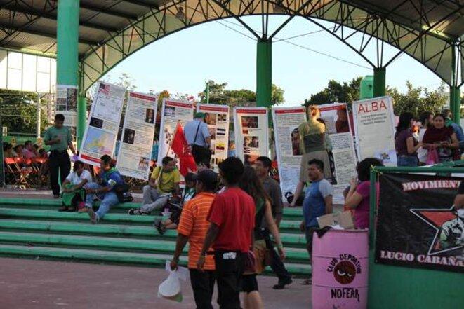 Le stand de l'ALBA au village de la Via Campesina © A. Canonne