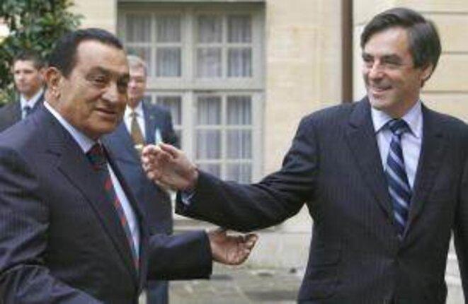 Fillon and Mubarak in Paris, 2007.  © Reuters