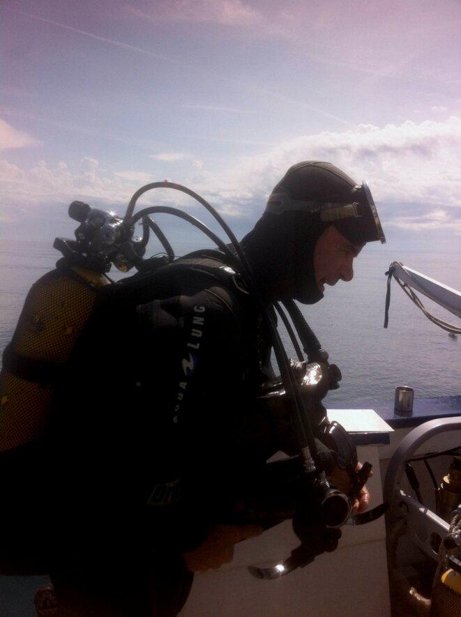 Luc Long retour de plongée sur SM22 - campagne de fouilles en Camargue - épave SM22 © P. Polomé