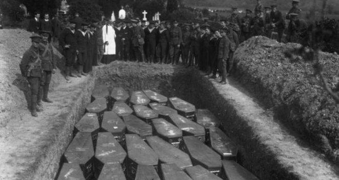 Cercueils de victimes du Lusitania © DR