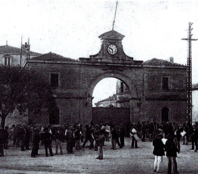 Entrée des ateliers fin XIXe siècle © Ville d'Arles