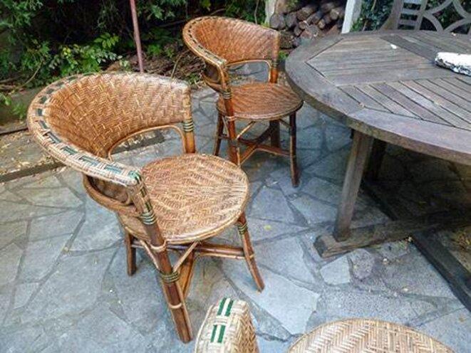 chaises vendre le club de mediapart. Black Bedroom Furniture Sets. Home Design Ideas