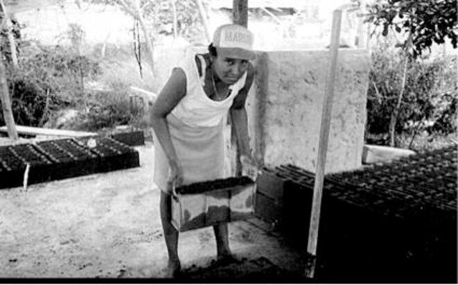Una vez terminada la ciudad, las habitantes empezaron a instruirse para conocer sus derechos. © Paul Muñoz