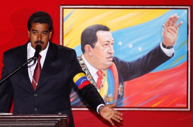 Nicolás Maduro conmemorando el regreso al poder de Chávez en el 2002 el día anterior a las elecciones. © Carlos Garcia Rawlins/Reuters
