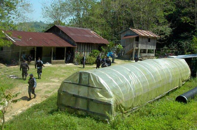 El primer laboratorio de cocaina descubierto por la policía hondureña, cerca de San Pedro Sula. © Reuters