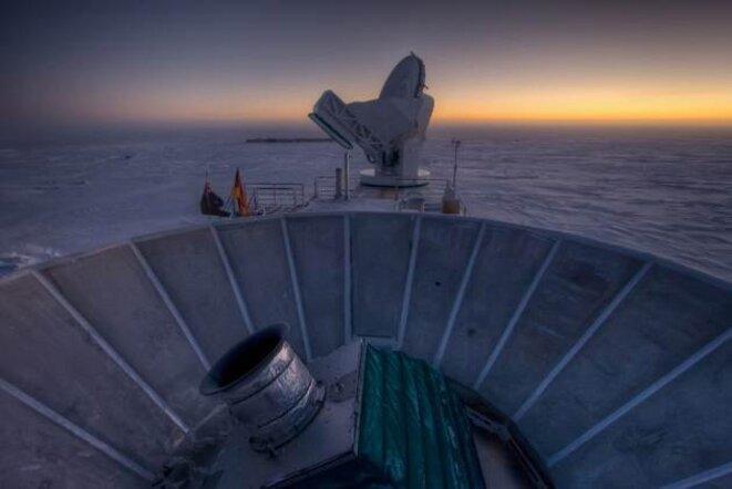 Le télescope Bicep2, installé au pôle sud, qui a détecté des ondes remontant aux premiers instants de l'univers © Steffen Richter/Harvard University