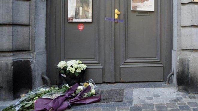 Devant le Musée juif de Bruxelles, au lendemain de la fusillade du 25 mai 2014
