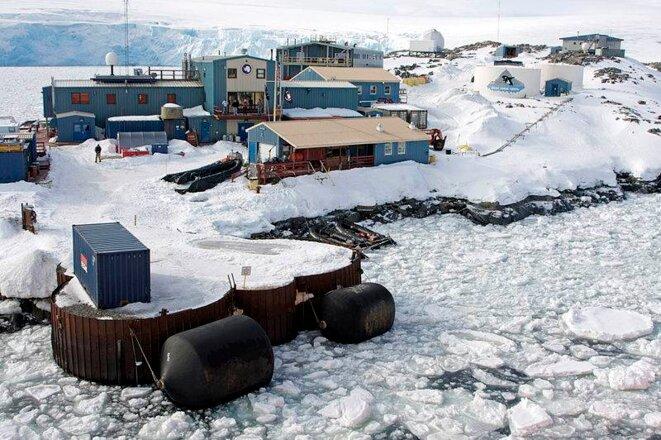 Vue de la station Palmer, sur la côte ouest de l'Antarctique © DR