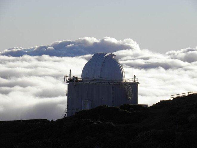 Le Jacobus Kapteyn Telescope au-dessus des nuages  © Christopher H.S.
