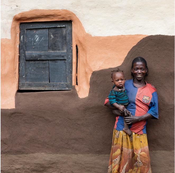Femme et enfant Ari, l'ethnie actuelle la plus proche de l'homme de Mota