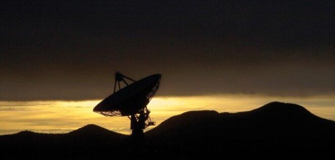 L'un des radio-télescopes du NRAO, au Nouveau-Mexique