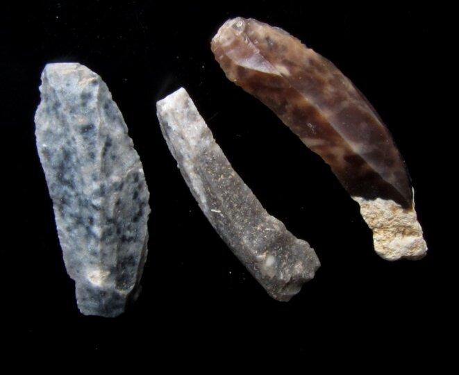 Lames de silex de l'Aurignacien ancien retrouvées  dans la grotte Pataud (Dordogne)