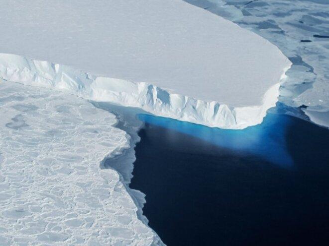 Le glacier de Thwaites s'écoule dans la mer d'Amundsen, à l'ouest de l'Antarctique © Nasa