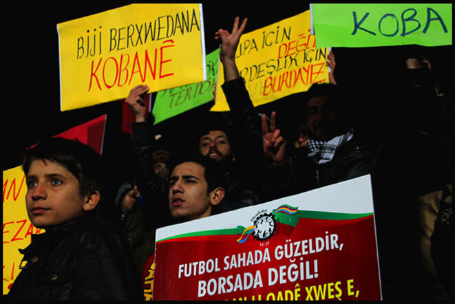 Support for Kobane during a soccer match © Alain Devalpo