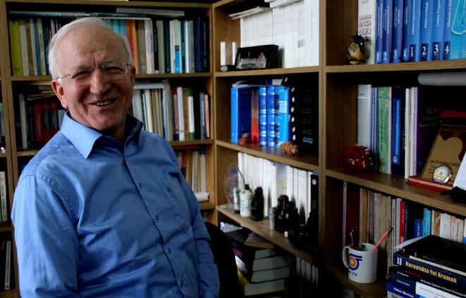 Ibrahim Kaboğlu dans son bureau de l'Université Marmara à Istanbul © Alain Devalpo