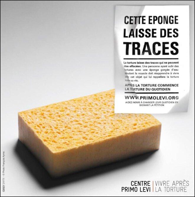 Cette éponge laisse des traces © Greys Paris. Photo François Ayme. Pour le Centre Primo Levi