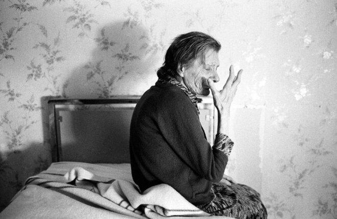 Jean-Louis Courtinat, malade d'Alzeihmer dans sa chambr, Villejuif, 1994.