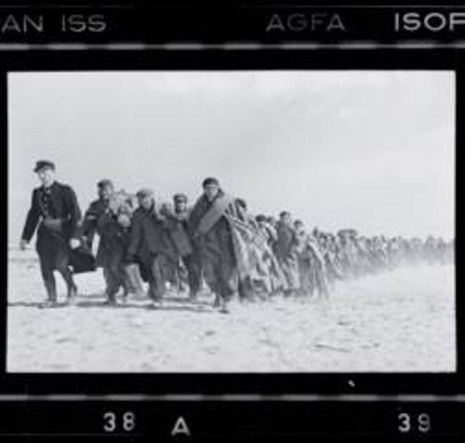 Robert Capa, Exilés républicains emmenés vers un camp d'internement Le Barcarès, 1939 © ICP / M