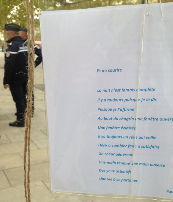 Place de la Libération, Gaillac, samedi 24 octobre 2015, autour de l'accrochage artistique. © Hélène Duffau